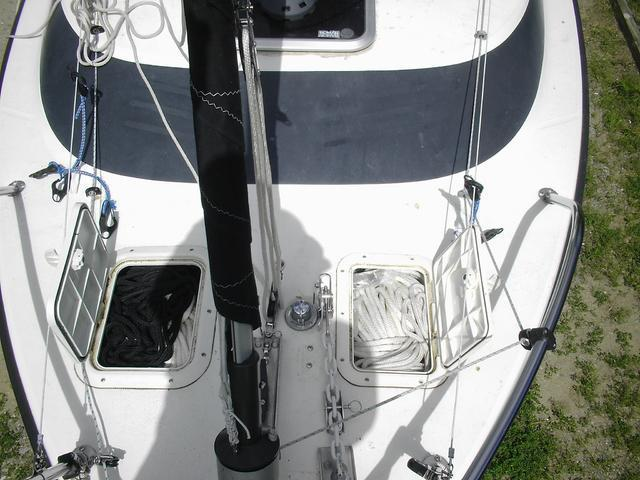Anchor rode hatches