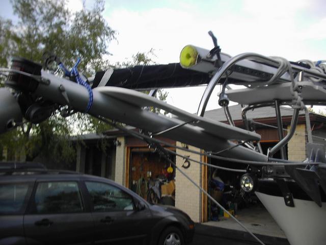 Mast floatation