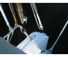 Two Antennas: Mast 3db, Hull 6db